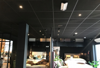 Rockfon plafondpanelen, type Cinema, afm. 600 x 600 mm in een mat zwart systeem