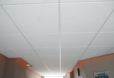 Rockfon krios E15 in combinatie met indirecte verlichting