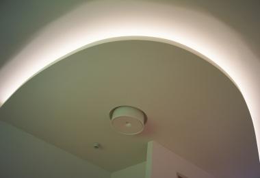 Houten delen wit gebeitst 90 mm en OWA plan naadloos RAL 9016