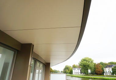 Rockpanel ter plaatste van de ronde balkons